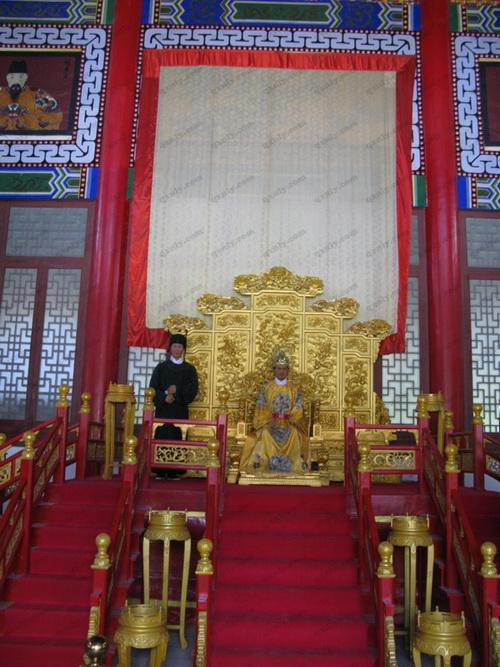 安龙皇宫中永历皇帝的蜡像